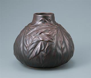八ツ手葉彫刻花瓶 大正8年