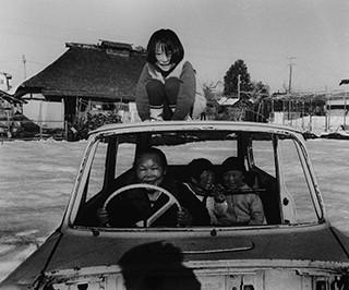 廃車と遊ぶ・朝日町 1971